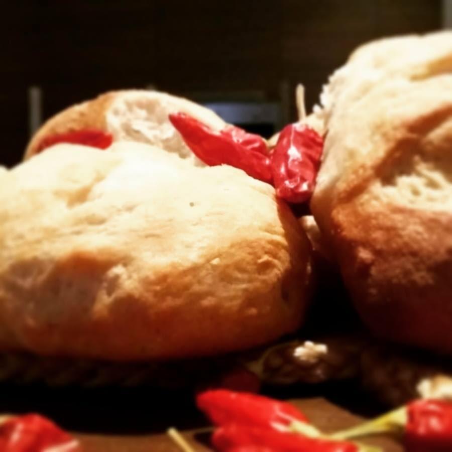 Tra casatiello e mustaccioli: la cucina napoletana delle feste ...