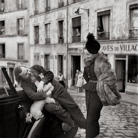 Berard con modella vestita Dior fotografati da Richard Avedon nel 1947