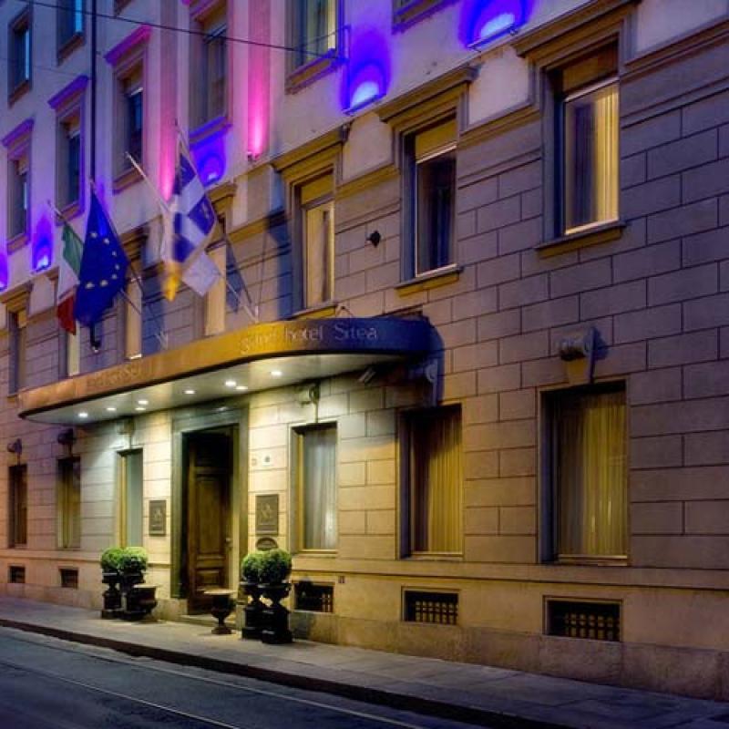 Facciata Grand Hotel Sitea di notte