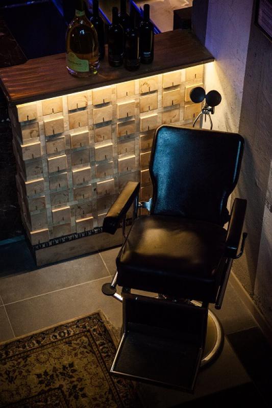 Hosteria della Musica - Sedia da barbiere vintage