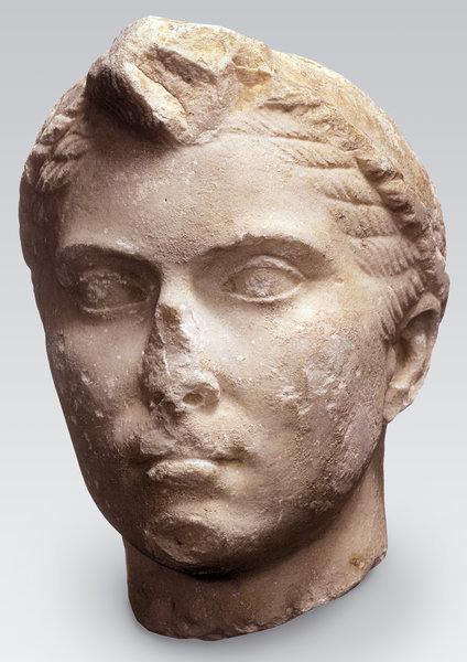 """Testa ritratto di Cleopatra, cosiddettaCleopatra """"Nahman""""33-30 a.C. circa -MarmoDalla collezione Maurice Nahman (1868-1948), Il CairoCollezione privata"""