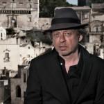 Paolo Rossi in L'amore è un cane blu