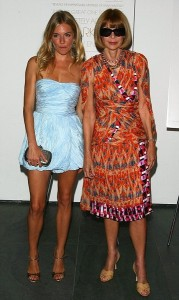 Sienna Miller e Anna Wintour di nuovo insieme alla prima del film - 19 agosto 2010 - Photo by Andrew H. Walker/Getty Images for Vogue Magazine