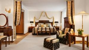 Royal-Suite-CorvinusBedroom-Kempinski-Hotel-Corvinus-Budapest