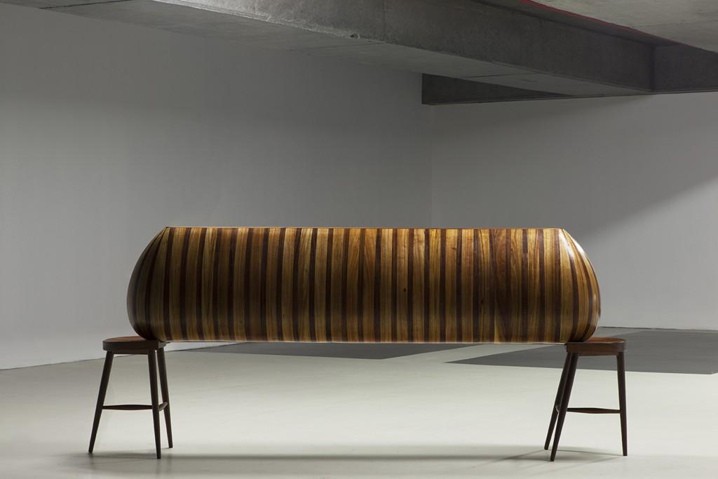 Haig Aivazian, Hastayım Yaşıyorum (I am sick, but I am alive), 2014 Legno e vernice poliestere, 235 x 36,5 x 99,5 cm Courtesy l'arti