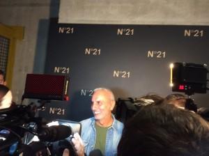Il direttore creativo Alessandro Dell'Acqua durante le interviste