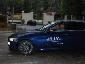 Il Presidente CAMEF Mariano con Fabiola Cinque nella bellissima auto dello Sponsor Jolly Auto