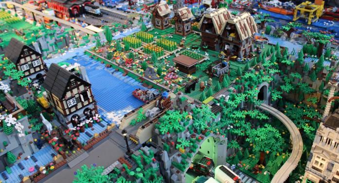Arriva City Lego, la città costruita con sette milioni di mattoncini