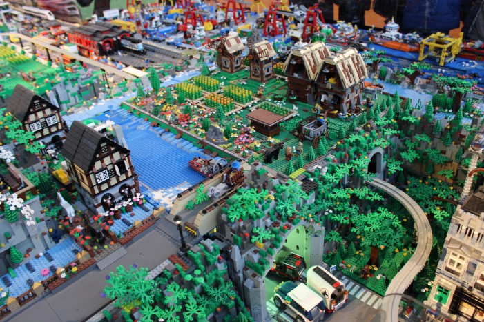 City lego la città costruita con sette milioni di mattoncini