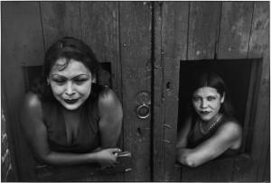 Prostitute. Calle Cuauhtemoctzin, Città del Messico, Messico 1934. © Henri Cartier-Bresson / Magnum Photos.