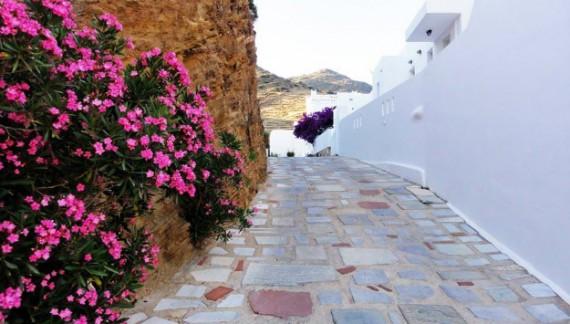Dimenticando Santorini è il nuovo romanzo di Marta Lock che  verrà presentato a Roma