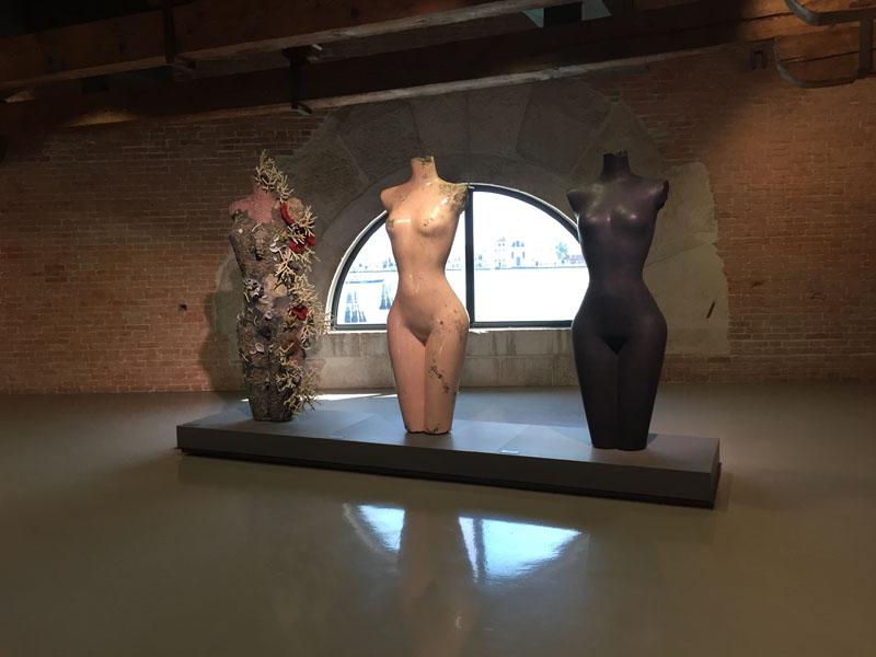 04 bis Grecian Nude, Bronzo, Marmo rosa, Punta della Dogana