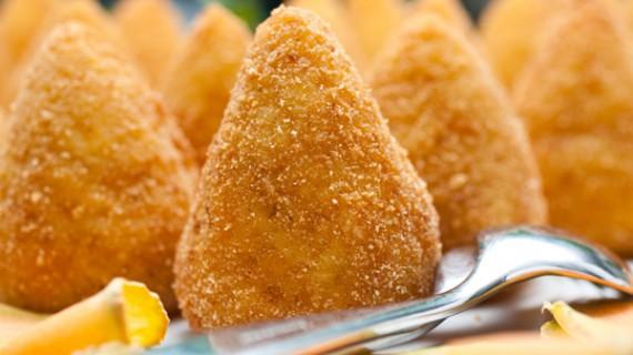 Storie e curiosità sul mitico arancino siciliano