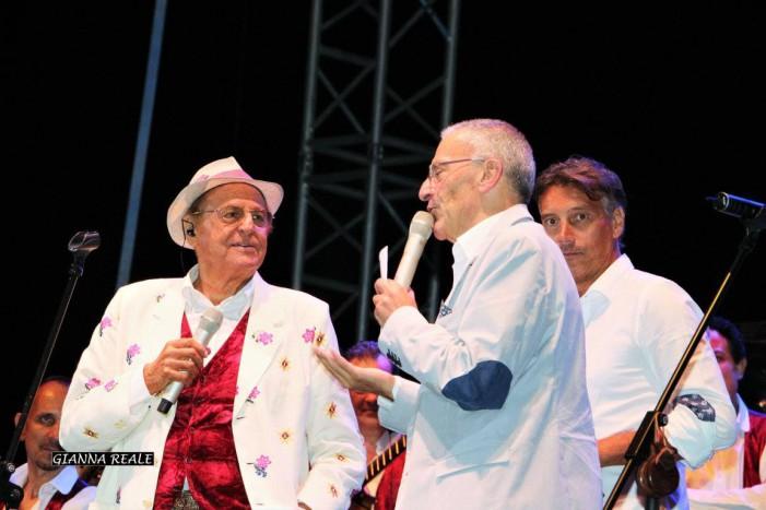 Agosto con Renzo Arbore e i successi evergreen de L'Orchestra Italiana