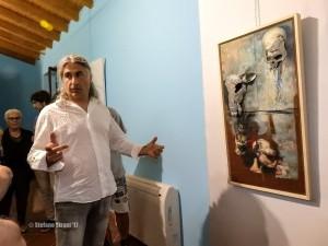 Marco D'Emilia illustra una delle sue opere