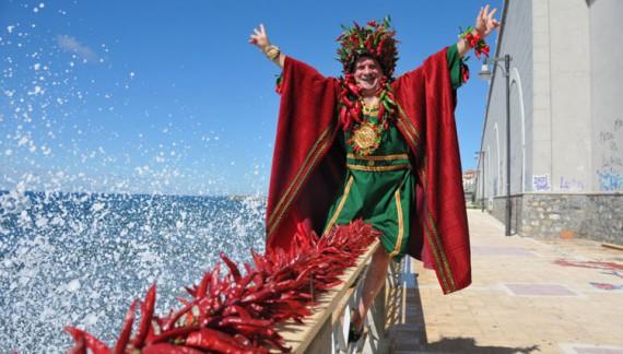 Al Festival Del Peperoncino, Belen Rodriguez infiamma la platea