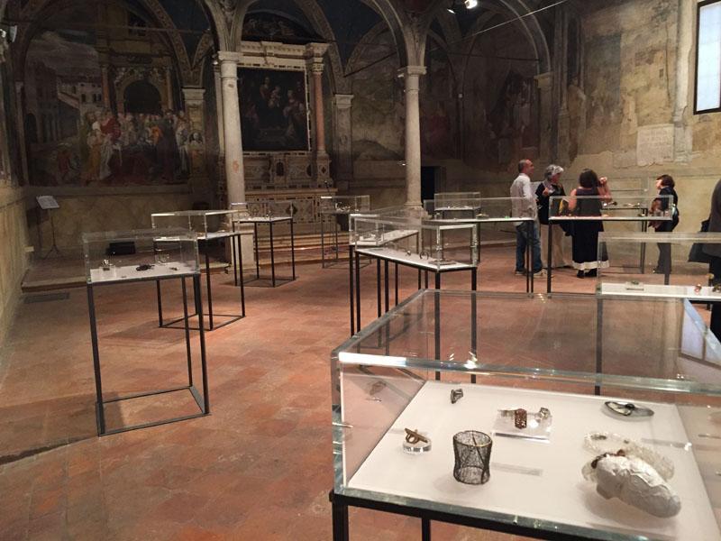 Vista generale della mostra all'interno dell'Oratorio di San Rocco a Padova