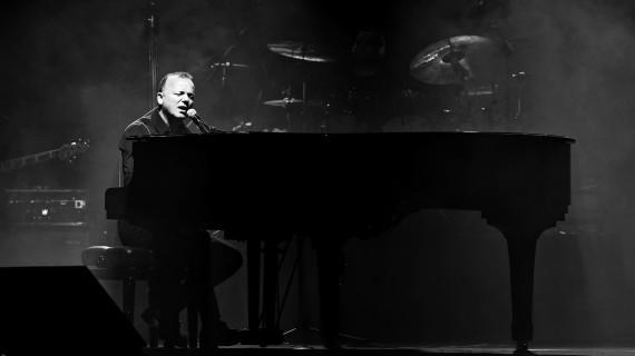 Gigi D'Alessio live ripercorre 25 anni di carriera
