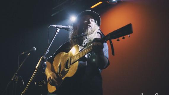 Stu Larsen e la vita di un musicista vagabondo