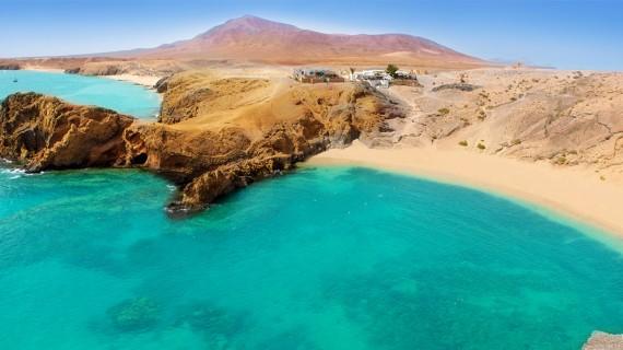 Lanzarote, l'universo parallelo dalla terra grigio elefante e dal mare turchese