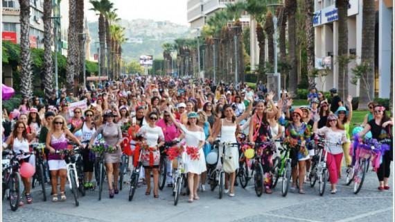 Fancy Women Bike Ride, donne in bici a Milano