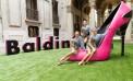 Gimmi Baldinini e il giant toy stiletto rosa shocking