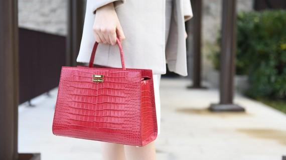 Elegantia, il lusso del rosso cremisi per un Natale da favola