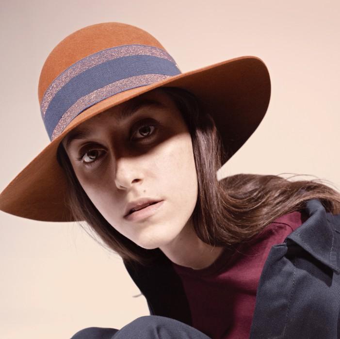 Nuova collezione Doria 1905  Tira fuori il cappello dalla borsa ... a35638b37a56