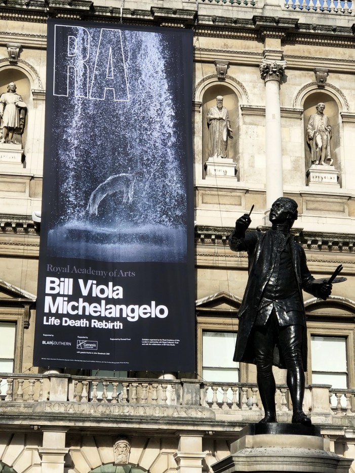 Bill Viola/Michelangelo Life, Death, Rebirth, in mostra alla Royal Academy of Arts di Londra