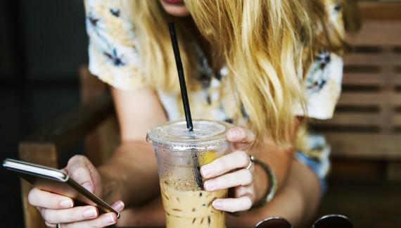 Bevande salutari: meglio prepararle con un frullatore o con un estrattore?