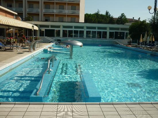 Montegrotto terme un oasi di benessere e relax mywhere - Montegrotto terme piscina ...