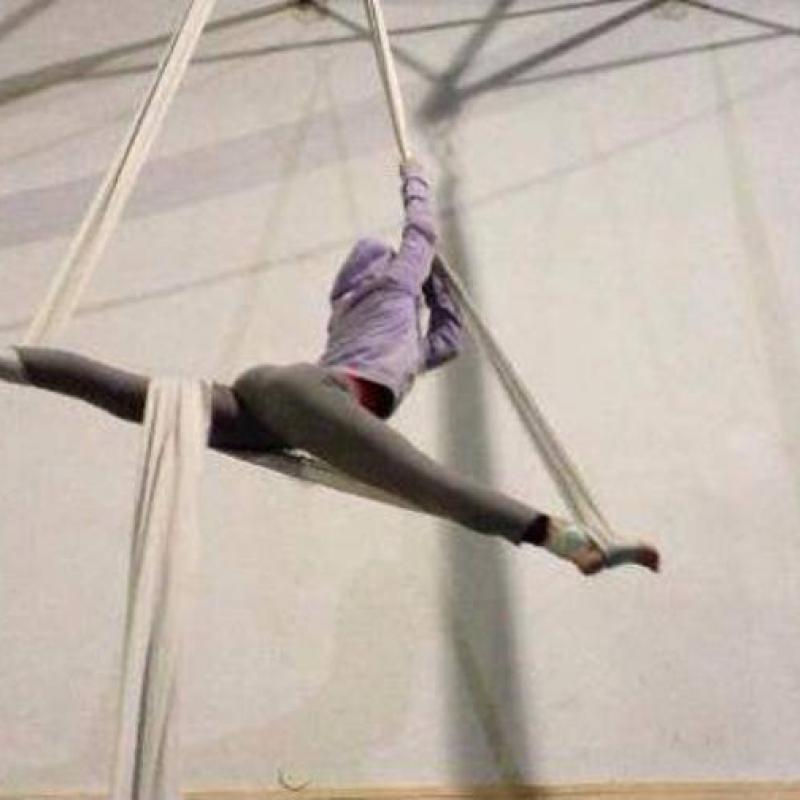 acrobatica aerea-spaccata