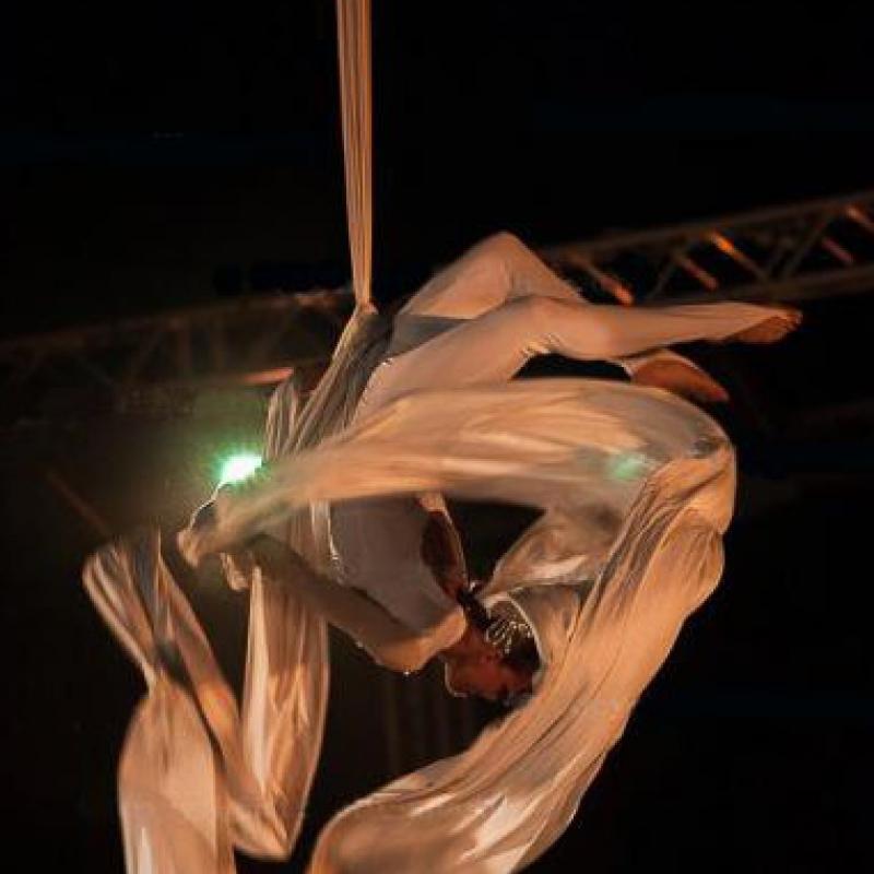 acrobatica aerea-arco