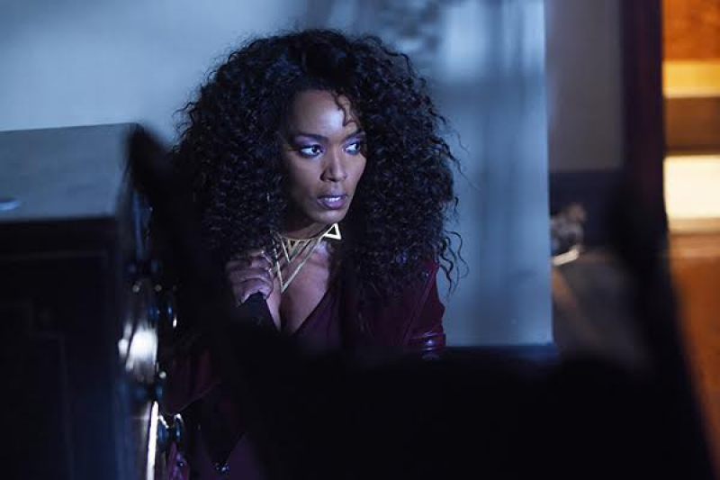 "AMERICAN HORROR STORY -- ""Room 33"" Episode 506 (Airs Wednesday, November 11, 10:00 pm/ep) Pictured: Angela Bassett as Ramona. CR: Ray Mickshaw/FX"