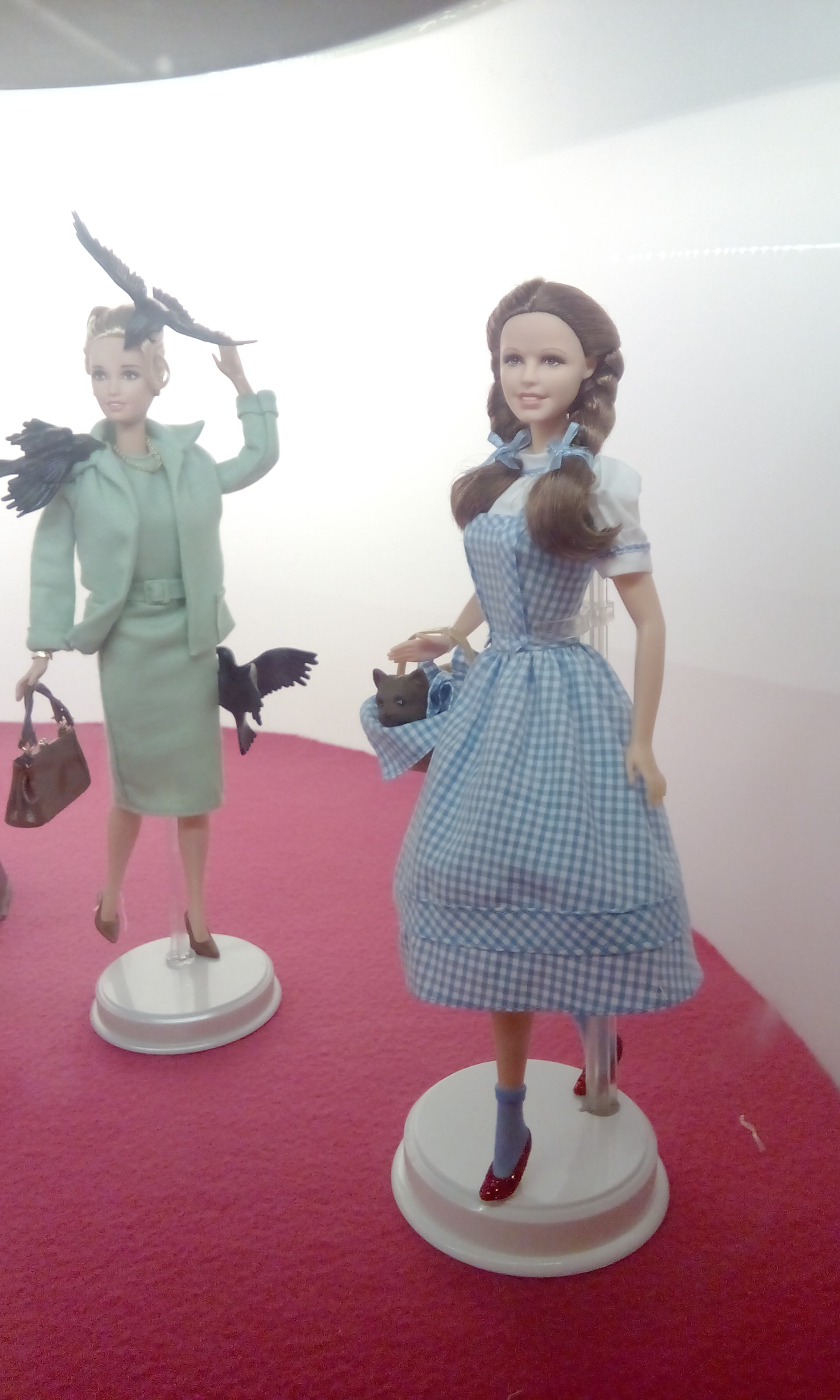 "Hichtcock ""The birds"" and Dorothy"