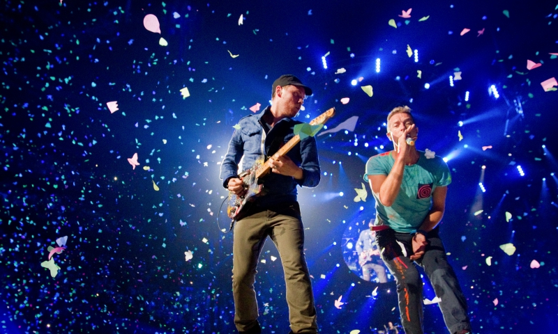 MONTREAL, QUE.: JULY 26, 2012 -- Chris Martin (right) and Jonny Buckland of the British band Coldplay in a confetti shower in concert at the Bell Centre in Montreal Thurssday, July 26, 2012. (John Kenney/THE GAZETTE)