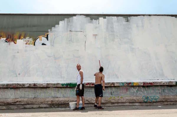 RAMSES e BOIM imbiancano il muro della stazione della Metro A `Cipro` di Roma prima di una murata, 2013