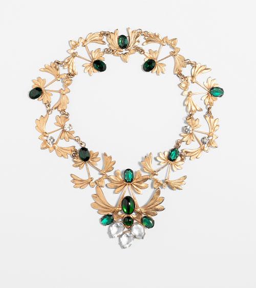 Collier, metallo dorato e cristalli smeraldo e diamante, anni 70-80, Sharra Pagano – foto Francesco di Bona