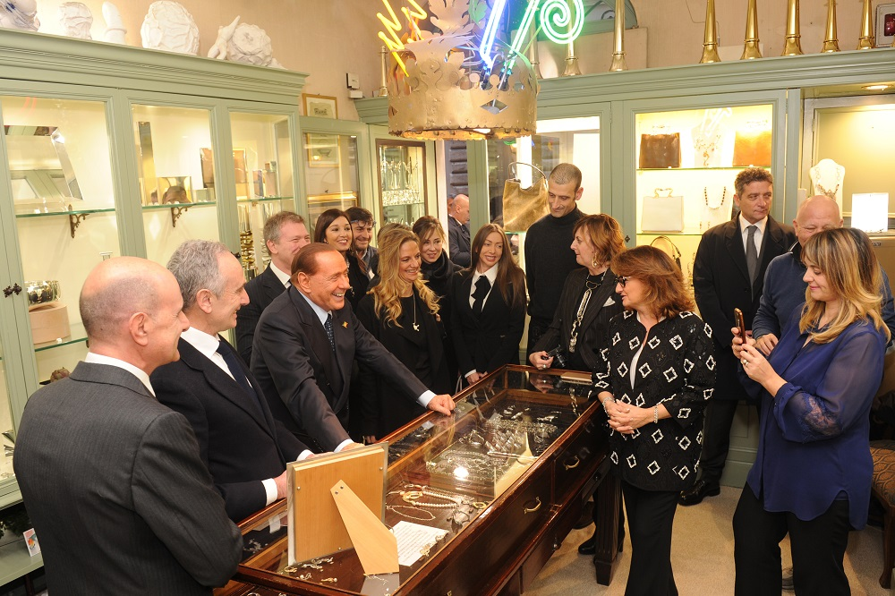 Roma 29 01 2016 Il Presidente Silvio Berlusconi all'inaugurazione della Bottega dell'argento. Nella foto: Silvio Berlusconi durante la visita (C) Livio Anticoli