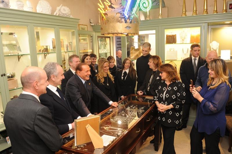 Roma 29 01 2016Il Presidente Silvio Berlusconi all'inaugurazione della Bottega dell'argento.Nella foto: Silvio Berlusconi durante la visita(C) Livio Anticoli