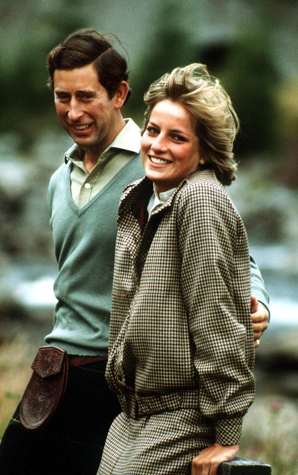 THE PRINCE AND PRINCESS OF WALES SEEN BY THE BANKS OF THE ROVER DEE AT BALMORAL DURING THEIR SCOTTISH HONEYMOON. DIANA WEARS A BILL PASHLEY SUIT. PHOTO BY JAYNE FINCHER. SEPTEMBER 1981.