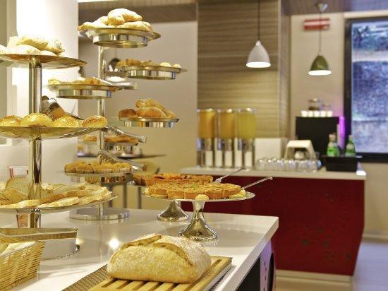 Mercure Roma Centro Colosseo-Buffet colazione