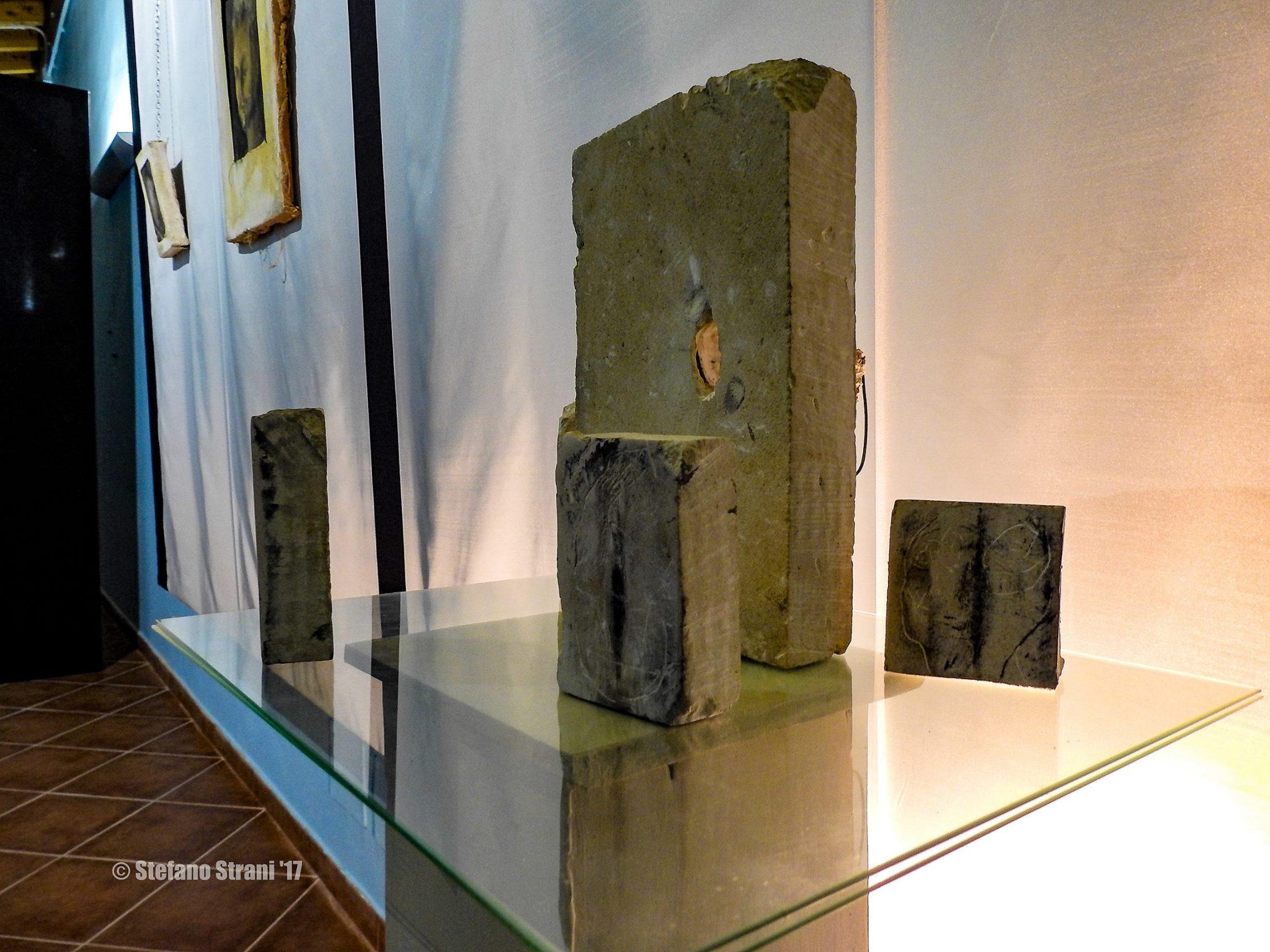 Installazione del gruppo di opere Mnemosine, di Luca Grossi