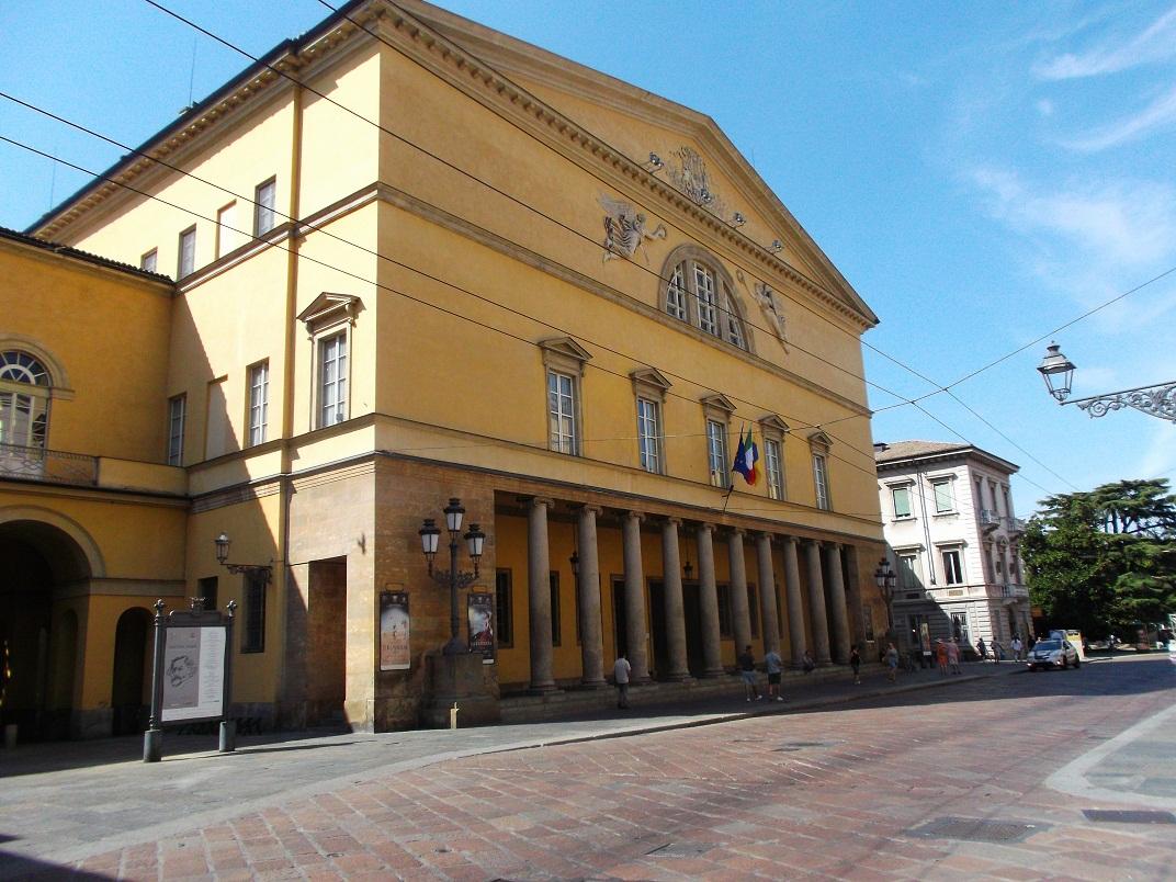 Esterno Teatro Regio