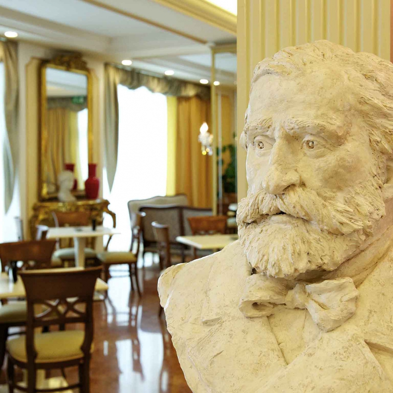 Busti hall Mercure Parma Stendhal