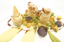 Calamaretti con Piselli, Fave, Patate novelle all'Aceto invecchiato e Salsa di Aglianico - Chef Alfonso e Ernesto Iaccarino