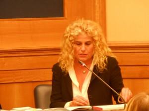 Elisabetta Villaggio durante la conferenza nella sala stampa della Camera dei Deputati
