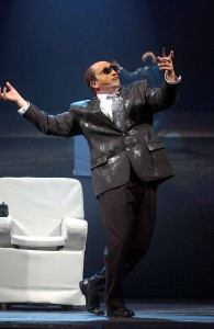 """10/10/2005 - Antonio Albanese durante lo spettacolo """"Psicoparty"""" (nel quadro del Ministro della Paura) al teatro Gentile di Fabriano (Roberto Serra / Iguana Press)"""