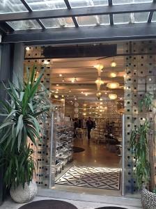 Come appare l'ingresso della boutique a chi sale in Galleria