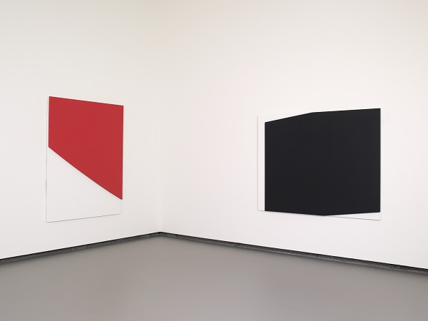 Ellsworth Kelly - Red Curve in Relief  Concorde Relief ©Ellsworth Kelly ©Fondation Louis Vuitton Marc Domage